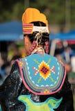Inheemse Amerikaan in traditionele kledij Stock Afbeelding