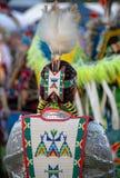 Inheemse Amerikaan in traditionele kledij Stock Afbeeldingen