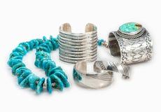 Inheemse Amerikaanse Armbanden en Turkooise Halsband Stock Foto's