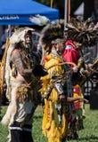 Inheemse Amerikaanse Dancesr bij a pow-wauw royalty-vrije stock fotografie