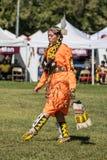 Inheemse Amerikaanse Danser bij a pow-wauw royalty-vrije stock afbeeldingen