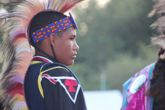 Inheemse Amerikaanse Dansers bij pow-wauw Stock Afbeelding