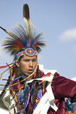 Inheemse Amerikaanse mens in volledige kleding. stock afbeeldingen