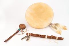 Inheemse Amerikaanse Trommel, Fluit en Schudbeker Royalty-vrije Stock Foto