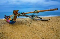 Inheemse boot op de zandige kusten Royalty-vrije Stock Afbeelding