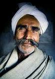 Inheemse Hogere Indische Mens die het Cameraconcept bekijken Royalty-vrije Stock Foto's