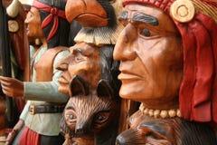 Inheemse Indianen die in hout worden gesneden Stock Afbeelding