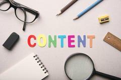 Inhoud marketing woord met materiaal royalty-vrije stock foto's