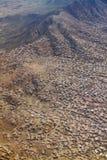 Inhysa bostads- på det kulle-, dal- och bergområdet i Kabul, Afghanistan Arkivbild