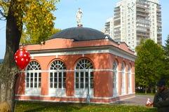 Inhysa den tjänste- norden (växthus), XVIII århundrade 1905 arkitektoniska byggandemonument Hemman Vorontsovo Södra vinge Arkivfoto