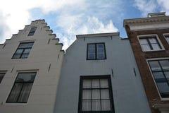 Inhysa fasaden i den gamla staden av Middelburg i Nederländerna royaltyfri foto