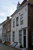 Inhysa fasaden i den gamla staden av Middelburg i Nederländerna fotografering för bildbyråer