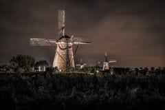 Inhysa och jätten av Nederländerna på natten Royaltyfria Bilder