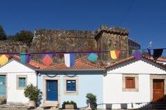 Inhysa och slotten av Vila Nova de Cerveira, alten, Minho, Portugal Arkivbild