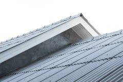 Inhysa taket, generisk sikt till fasaden av det nya huset royaltyfri fotografi