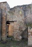 Inhysa väggar, Pompeii den arkeologiska platsen, nr Mount Vesuvius, Italien Royaltyfria Bilder