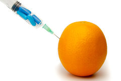 Iniezione delle vitamine arancioni Fotografie Stock Libere da Diritti