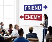 Inimigo do amigo oposto ao conceito da escolha do dilema do adversário imagens de stock