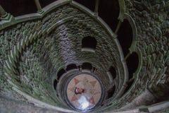 Initiatic хорошо в лестницах sintra длинных стоковое фото rf