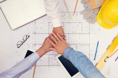 Inity 'brainstorming' ομάδων σύνδεσης συνεργασίας Ομαδική εργασία stac στοκ φωτογραφία με δικαίωμα ελεύθερης χρήσης