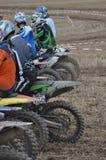 Inizi alla corsa di motocross Immagini Stock
