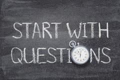 Inizi con l'orologio di domande fotografia stock