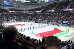Inizi la partita dell'hockey al palazzo del ghiaccio a Minsk, Bielorussia Immagini Stock Libere da Diritti