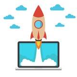 Inizi sul concetto di affari Astronave e computer portatile Immagini Stock Libere da Diritti