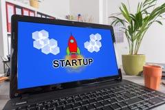 Inizi sul concetto su un computer portatile Immagini Stock