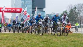Inizi sul concorso del mountain bike Immagini Stock