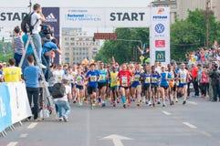 Inizi sulla mezza maratona internazionale 2015 di Bucarest Immagini Stock