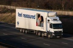 Inizializza il camion nel moto sull'autostrada Immagine Stock