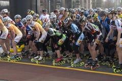 Inizio del pattinatore delle donne di mezza maratona Fotografie Stock