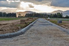 Inizio della costruzione di una via della città del cottage Fotografie Stock