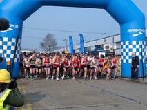 Inizio della maratona mezza di legno del recinto chiuso Immagine Stock