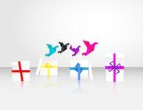 Inizio di Origami da volare dai contenitori di regalo Fotografia Stock Libera da Diritti