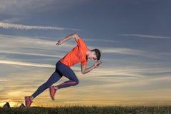 Inizio di sprint nel tramonto fotografie stock libere da diritti