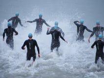 Inizio di un Triathlon immagine stock libera da diritti