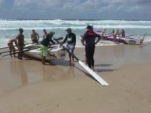 Inizio di una corsa di Surfboat Fotografia Stock