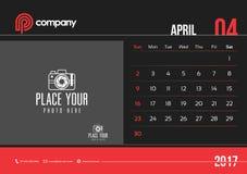 Inizio domenica di April Desk Calendar Design 2017 Fotografie Stock Libere da Diritti