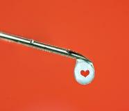 Injection d'amour avec une seringue Photographie stock libre de droits
