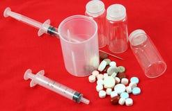 Injection et pillules image libre de droits
