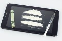 Injektionsspruta, droger och olagliga vikter royaltyfria foton