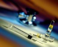 Injektionsspruta för injektionen - läkarundersökning fotografering för bildbyråer