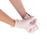 Injektionsspruta med att ta blod på vit bakgrund Royaltyfria Foton