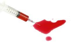 Injektionsspruta med blod Royaltyfria Bilder