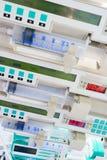 Injektionssprutapumpar i ICU. Arkivbilder