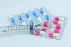 Injektionssprutor för vit för drogpanelgräsplan rosa Royaltyfria Bilder