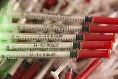 Injektionssprutor på unfocused färgrik bakgrund Fotografering för Bildbyråer