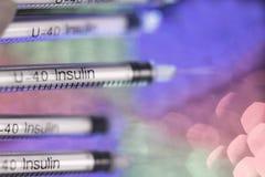 Injektionssprutor på unfocused färgrik bakgrund Royaltyfri Fotografi
